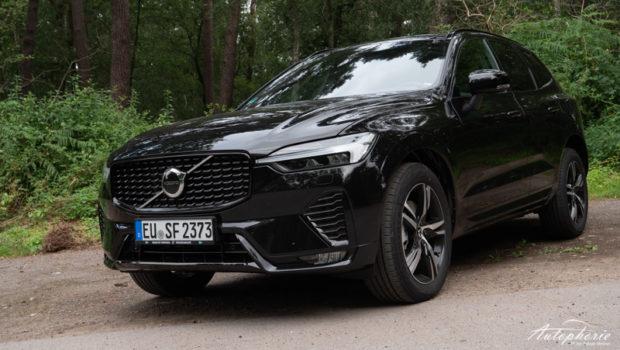 2022 Volvo XC60 R-Design Black Stone Front