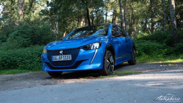 Peugeot e-208 GT Pack Vertigo Blau Front