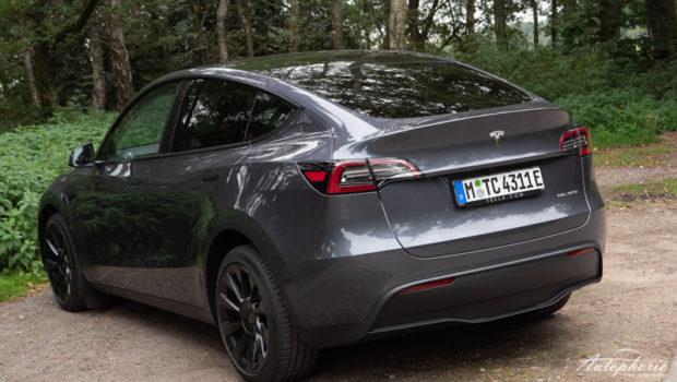 Tesla Model Y Midnight Silver Metallic Modelljahr 2021